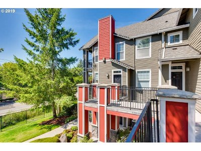 West Linn Condo/Townhouse For Sale: 785 Springtree Ln