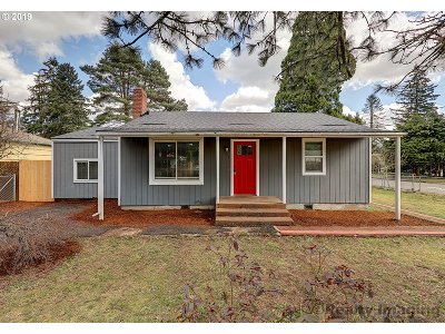 Portland Single Family Home For Sale: 3950 SE 130th Ave