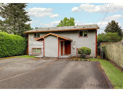 Portland Multi Family Home For Sale: 1624 SE Clatsop St