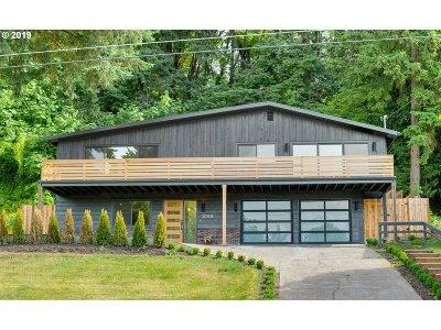 Lake Oswego Single Family Home For Sale: 1058 Hemlock St