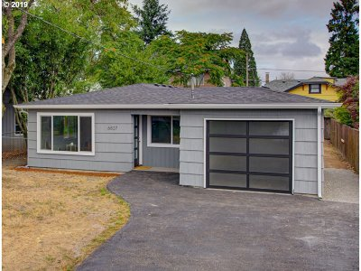 Portland Single Family Home For Sale: 6837 SE Fern Ave