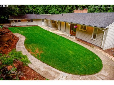 Multnomah County Single Family Home For Sale: 12110 SE Foster Pl