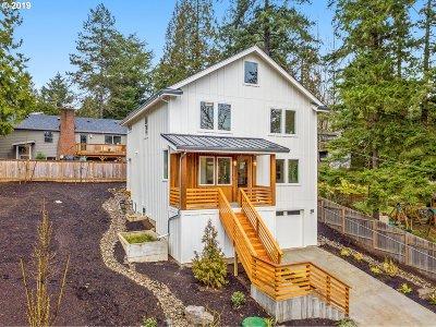Portland Single Family Home For Sale: 4905 SW Julia St