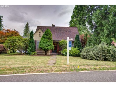 Portland Single Family Home For Sale: 5025 SW Maplewood Rd