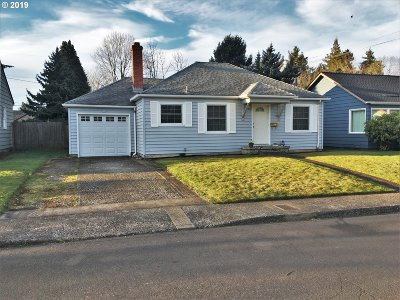 Portland Single Family Home For Sale: 9216 SE Yamhill St