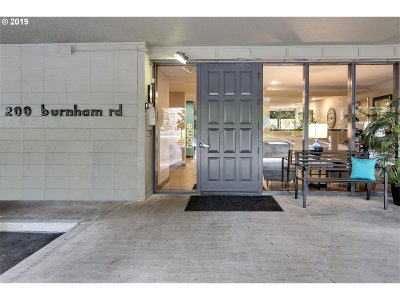 Lake Oswego Condo/Townhouse For Sale: 200 Burnham Rd #404