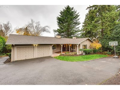 Milwaukie Single Family Home For Sale: 3956 SE Lake Rd