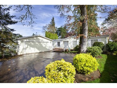 Woodburn Single Family Home Pending: 3297 Camas St