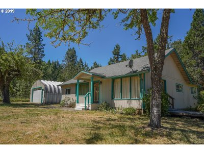 Roseburg Single Family Home For Sale: 608 Flournoy Valley Rd