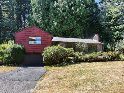 Portland Single Family Home For Sale: 9525 SW 12th Dr