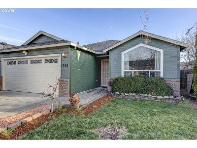 Medford Single Family Home For Sale: 1742 Pearl Eye Ln