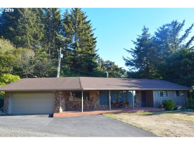 Gold Beach Single Family Home For Sale: 94084 Hilltop Dr