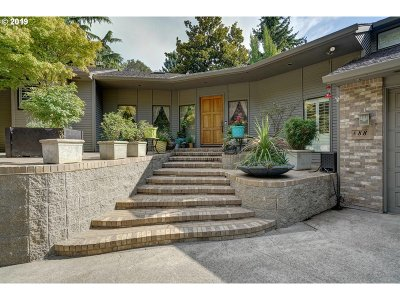 Salem Single Family Home For Sale: 888 Coburn St S