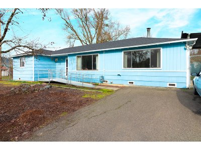 Roseburg Single Family Home For Sale: 922 Newton Creek Rd