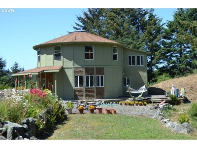 Gold Beach Single Family Home For Sale: 94760 S Bank Pistol RV Rd
