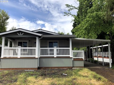 Eugene Single Family Home For Sale: 1400 Candlelight Dr #15