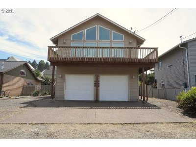 Lincoln City Single Family Home For Sale: 2004 NE 58th St