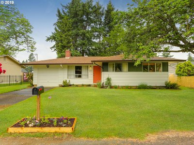 Portland Single Family Home For Sale: 12601 SE Mill St