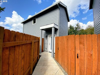 Portland Single Family Home For Sale: 14343 SE Knight St #B