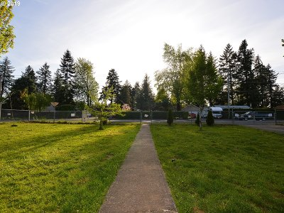 Portland Single Family Home For Sale: 1436 SE 148th Ave