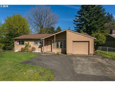Portland Single Family Home For Sale: 2152 SE 157th Ave