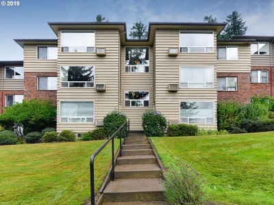 Portland Condo/Townhouse For Sale: 8410 SW Canyon Ln #4