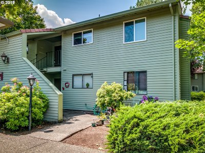 Beaverton Condo/Townhouse For Sale: 5160 SW 180th Ave #26