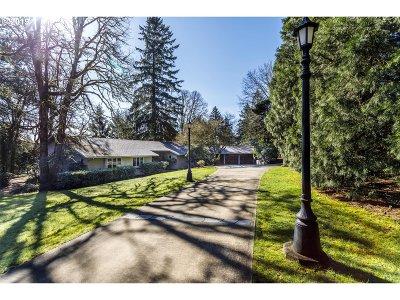 Lake Oswego Single Family Home For Sale: 18049 Skyland Cir