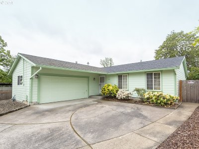 Portland Single Family Home For Sale: 2315 SE 124th Ave
