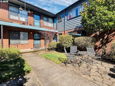 Condo/Townhouse For Sale: 3911 NE Killingsworth St #4