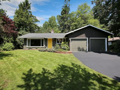 Lake Oswego Single Family Home For Sale: 1255 Bayberry Rd