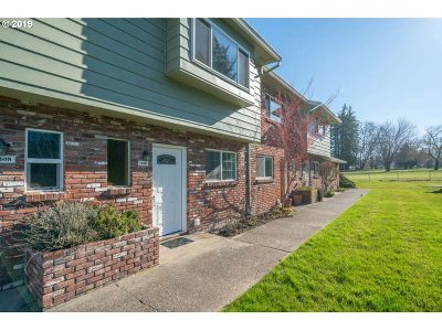 Gresham Condo/Townhouse For Sale: 1606 NE Hogan Dr