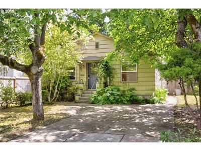 Portland Single Family Home For Sale: 4516 SE 33rd Pl