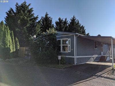 Multnomah County, Clackamas County, Washington County, Yamhill County, Marion County Single Family Home For Sale: 21100 NE Sandy Blvd #33