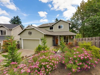 Milwaukie Single Family Home For Sale: 16814 SE Knoll Ridge Ter