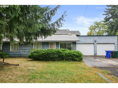 Portland Single Family Home For Sale: 37 SE 192nd Ave