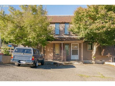 Cowlitz County Condo/Townhouse For Sale: 105 James St #2