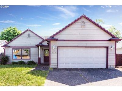 Single Family Home For Sale: 723 Oakwood Dr