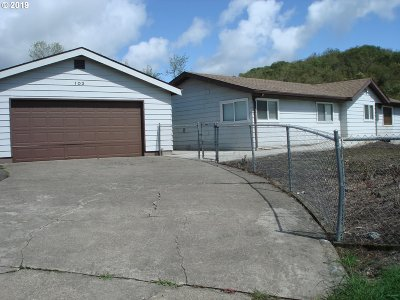 Roseburg Single Family Home For Sale: 103 NW Cordelia Ct