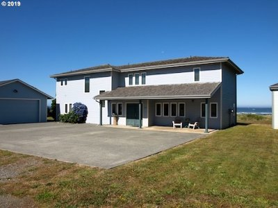 Gold Beach OR Single Family Home For Sale: $749,000