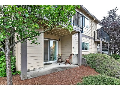 West Linn Condo/Townhouse For Sale: 20915 Fawn Ct #42