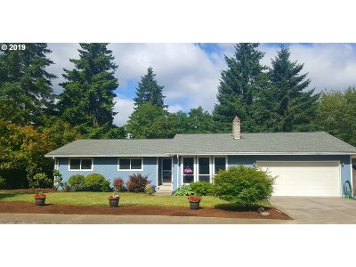 Milwaukie Single Family Home For Sale: 14473 SE Jupiter Ct
