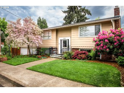 Eugene Single Family Home For Sale: 2230 Hideaway Ct