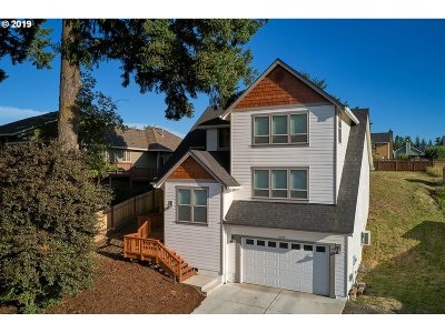 McMinnville Single Family Home For Sale: 2098 NE Lucy Belle St