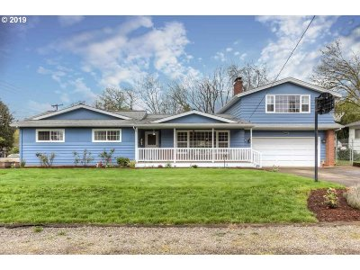 Salem Single Family Home For Sale: 3995 Crestview Dr S