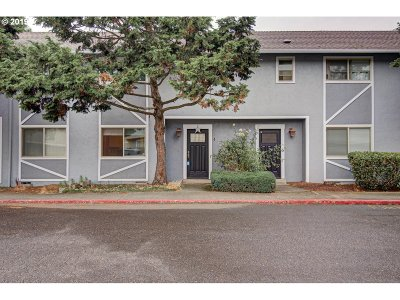 Portland Condo/Townhouse For Sale: 7835 SE 92nd Ave #4
