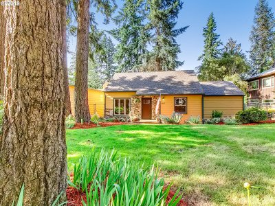 Milwaukie Single Family Home For Sale: 6007 SE Firwood St