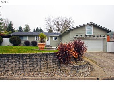 Roseburg Single Family Home For Sale: 3033 Monterey Dr
