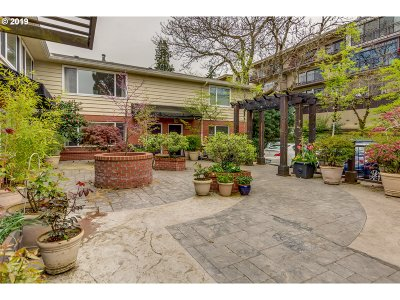 Portland Condo/Townhouse For Sale: 2355 SW Cedar St #12