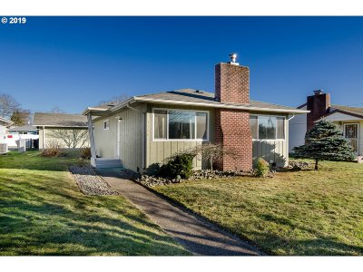 Cowlitz County Single Family Home For Sale: 1136 18th Ave